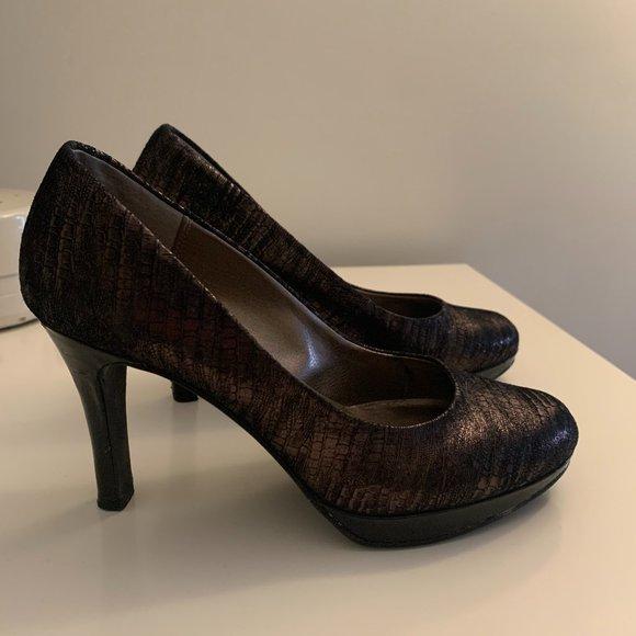Moda Spana Black/Gold Pumps - Sz 7